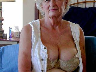 Mature lady home amateur photos and videos